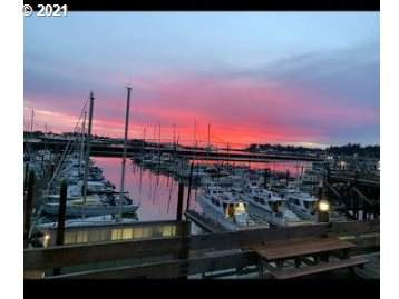890 SE Bay Blvd, Newport, OR 97365 (MLS #21554360) :: Song Real Estate