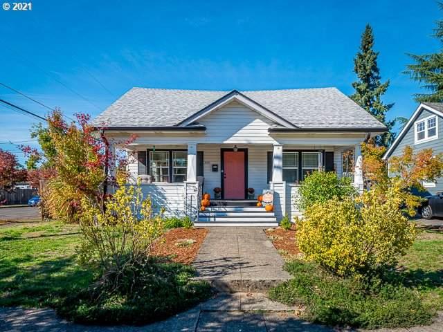 300 E Dartmouth St, Gladstone, OR 97027 (MLS #21562508) :: Lux Properties