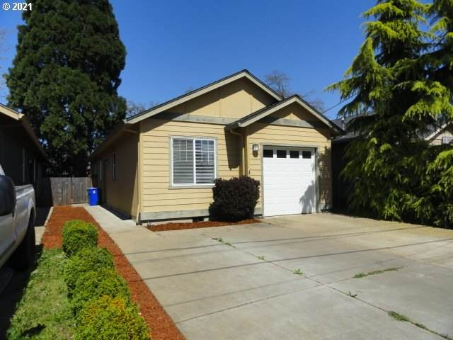 10015 SE Amherst St, Clackamas, OR 97015 (MLS #21582418) :: Premiere Property Group LLC