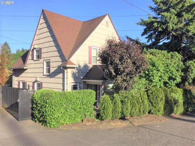 7904 SW 14TH Ave, Portland, OR 97219 (MLS #21626968) :: Cano Real Estate
