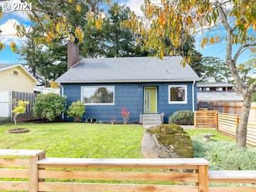 4517 NE 37TH Ave, Portland, OR 97211 (MLS #21673977) :: Real Tour Property Group