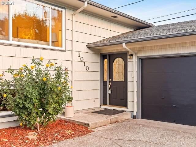 1010 NE 165TH Ave, Portland, OR 97230 (MLS #21685249) :: Premiere Property Group LLC