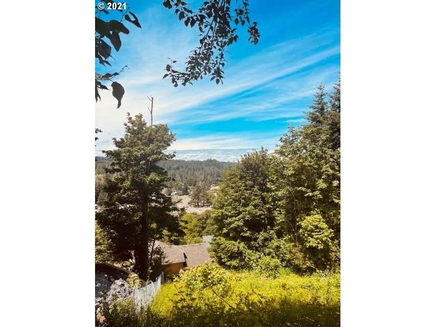 749 Forest Glen Rd - Photo 1