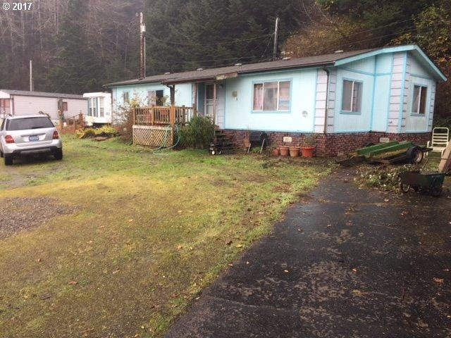 390 Broadway Ave, Winchester Bay, OR 97467 (MLS #17377848) :: Keller Williams Realty Umpqua Valley