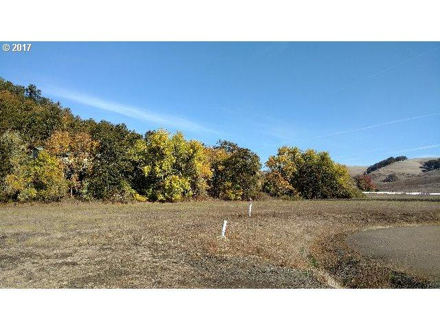 277 Little Pheasant Ln #6, Roseburg, OR 97470 (MLS #17485337) :: Hatch Homes Group