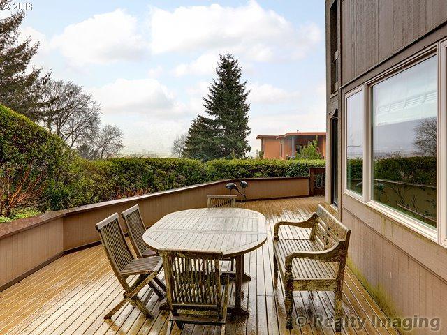 734 NW Westover Cir, Portland, OR 97210 (MLS #18054761) :: Song Real Estate