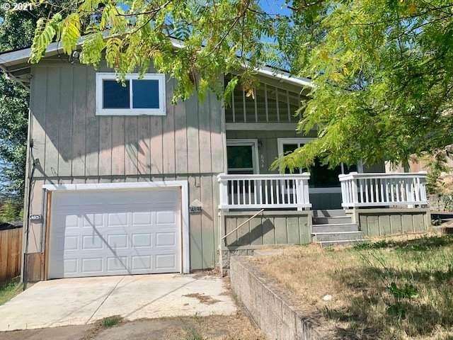 654 NE Clover Ave, Roseburg, OR 97470 (MLS #21034710) :: Cano Real Estate