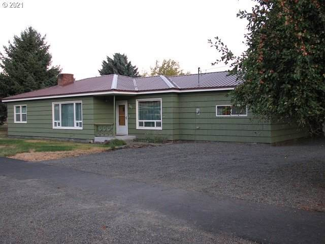 203 First St, Fossil, OR 97830 (MLS #21538335) :: Cano Real Estate