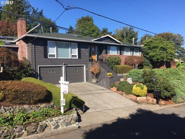 6115 SW 36TH Ave, Portland, OR 97221 (MLS #17211645) :: Hatch Homes Group