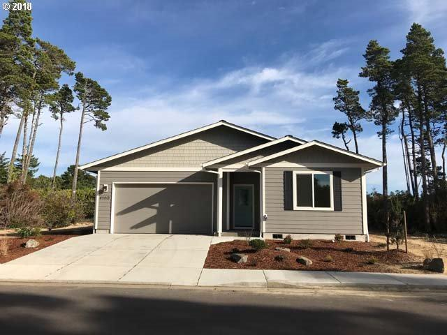 4140 Nandina Dr, Florence, OR 97439 (MLS #17455805) :: The Sadle Home Selling Team