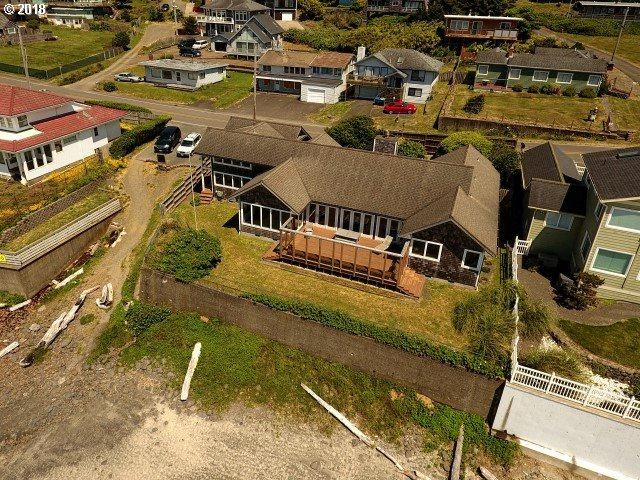 7221 NW Logan Rd, Lincoln City, OR 97367 (MLS #17581393) :: The Dale Chumbley Group
