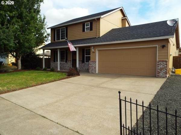 1060 W 17TH Ave, Junction City, OR 97448 (MLS #20654361) :: Song Real Estate