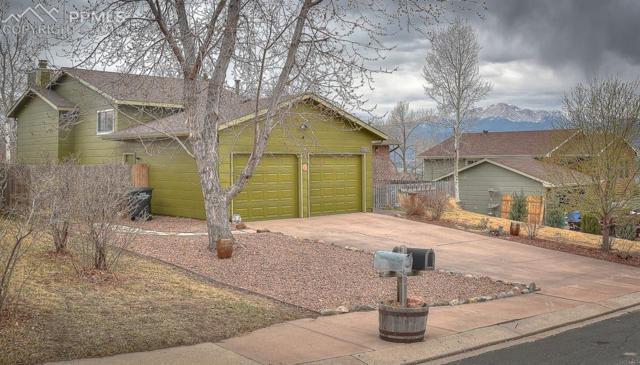 2313 Distinctive Drive, Colorado Springs, CO 80920 (#3979500) :: The Hunstiger Team