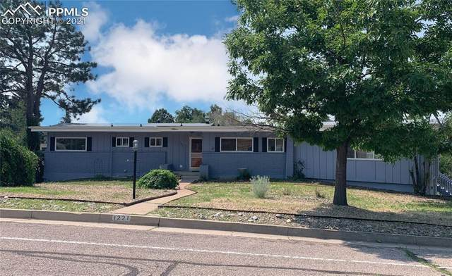1221 Mount View Lane, Colorado Springs, CO 80907 (#6310504) :: HomeSmart