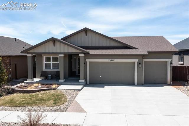10888 Forest Creek Drive, Colorado Springs, CO 80908 (#6995841) :: The Daniels Team