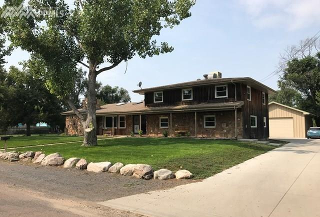 445 Brentwood, Pueblo, CO 81005 (#1323640) :: 8z Real Estate