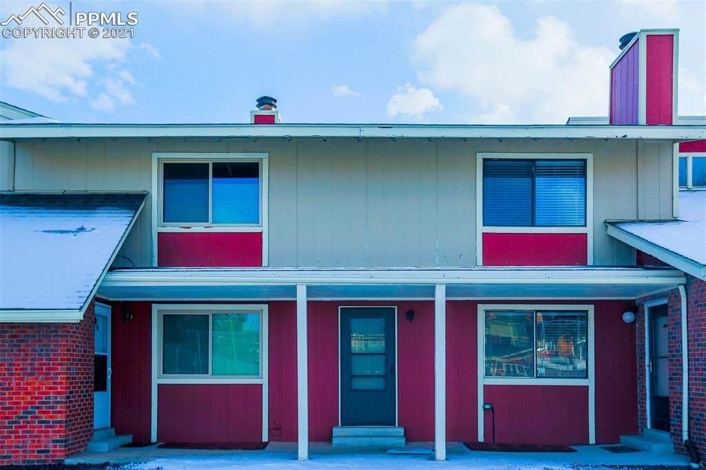 384 Rockrimmon Boulevard - Photo 1