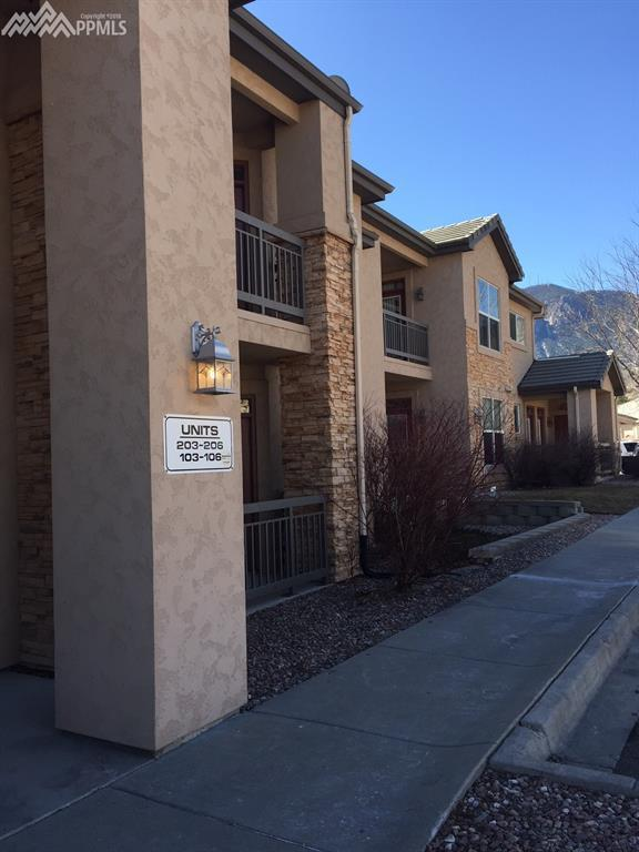 605 Cougar Bluff Point #103, Colorado Springs, CO 80906 (#3684849) :: The Hunstiger Team