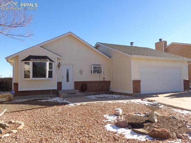 2335 Heathercrest Drive, Colorado Springs, CO 80915 (#6071657) :: The Hunstiger Team