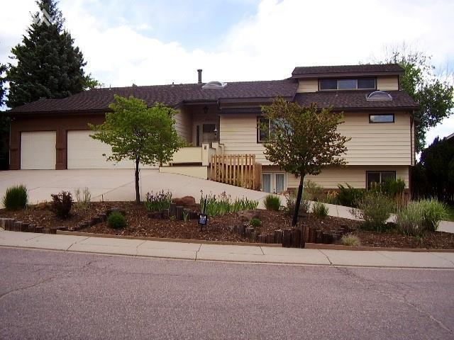 6515 Mesedge Drive, Colorado Springs, CO 80919 (#5622688) :: 8z Real Estate