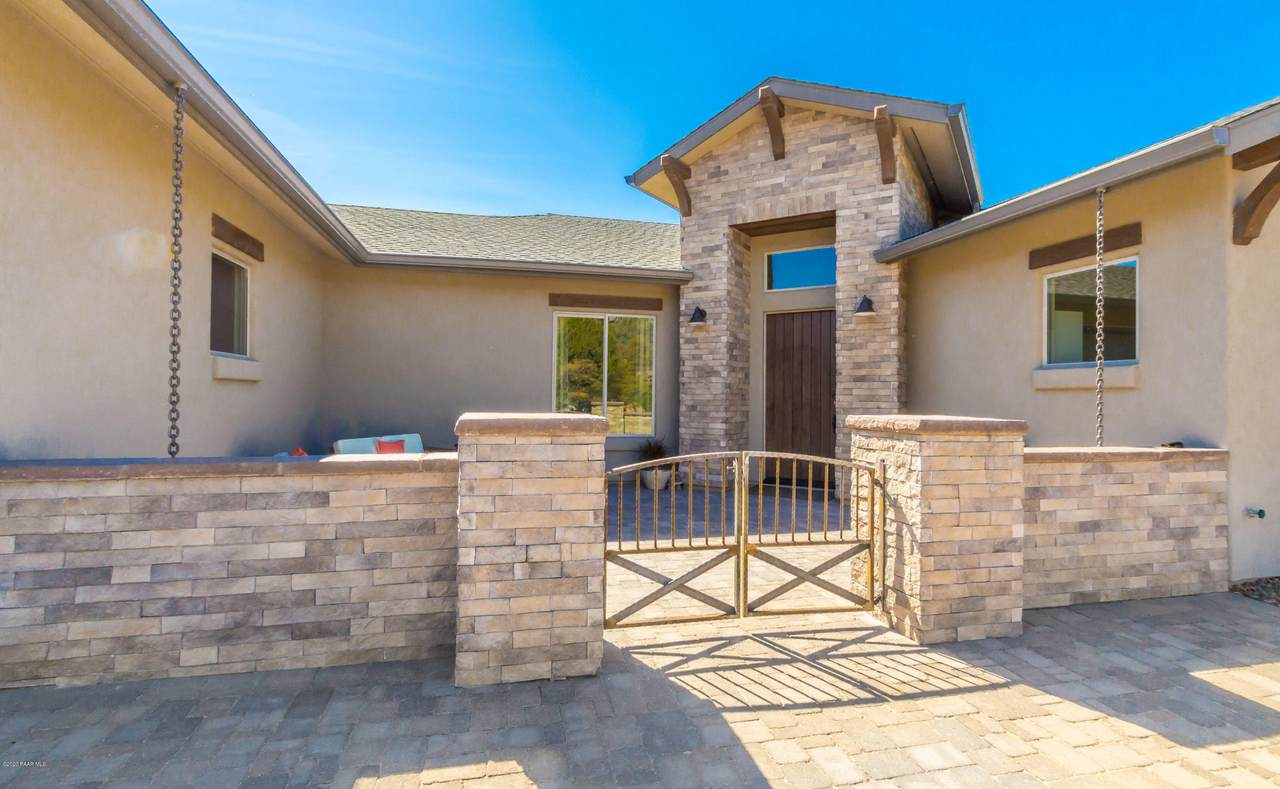 1432 Crowning Point - Photo 1