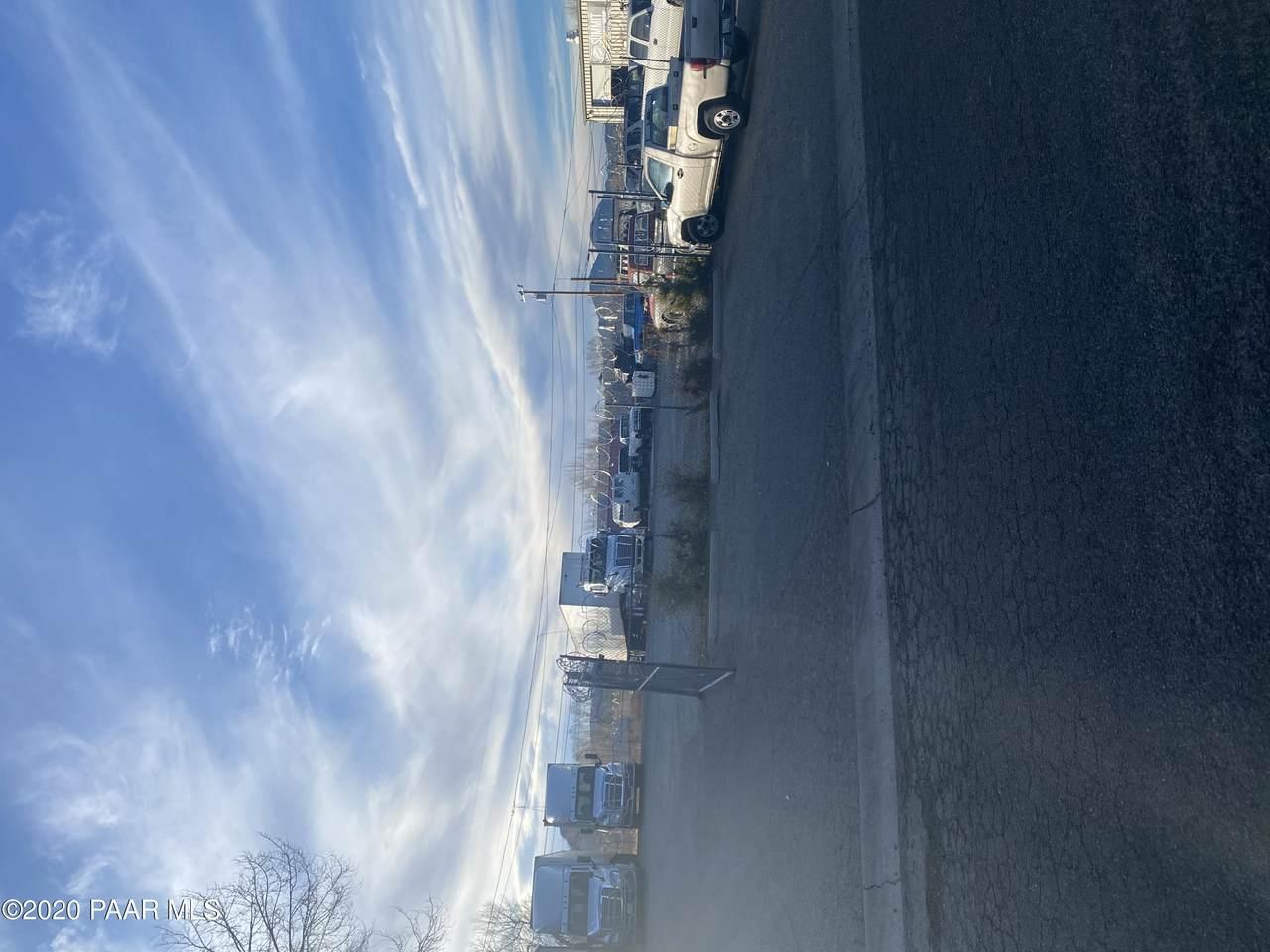 414 Arizona Avenue - Photo 1