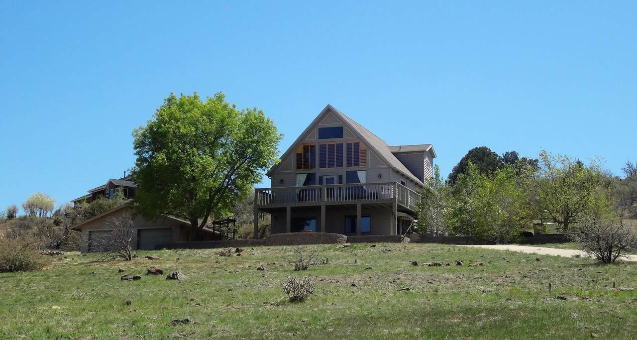 715 Lakeview Drive - Photo 1