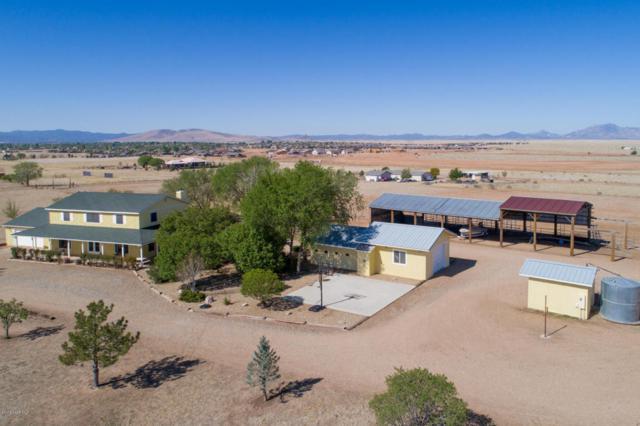 8820 N Lawrence Lane, Prescott Valley, AZ 86315 (#1011804) :: HYLAND/SCHNEIDER TEAM