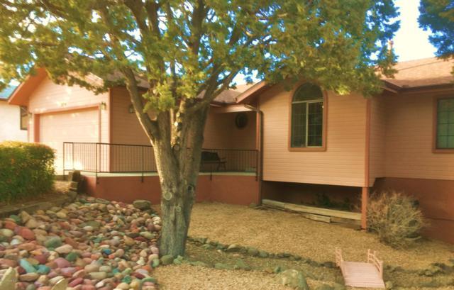 214 Chestnut Drive, Prescott, AZ 86301 (#1018901) :: HYLAND/SCHNEIDER TEAM