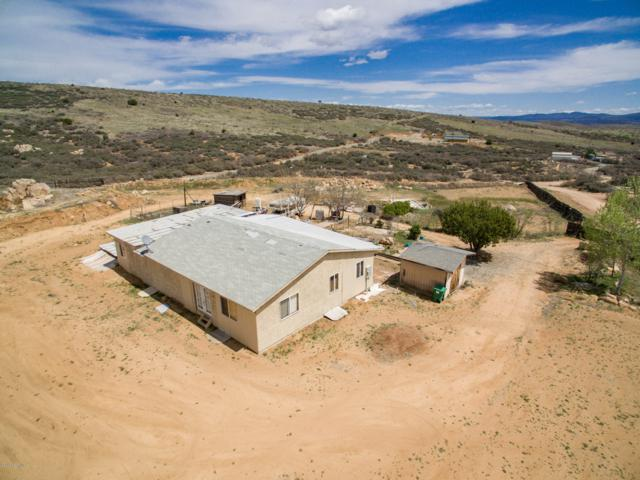 17340 E Lions Crossing Road, Dewey-Humboldt, AZ 86327 (#1020086) :: Shelly Watne