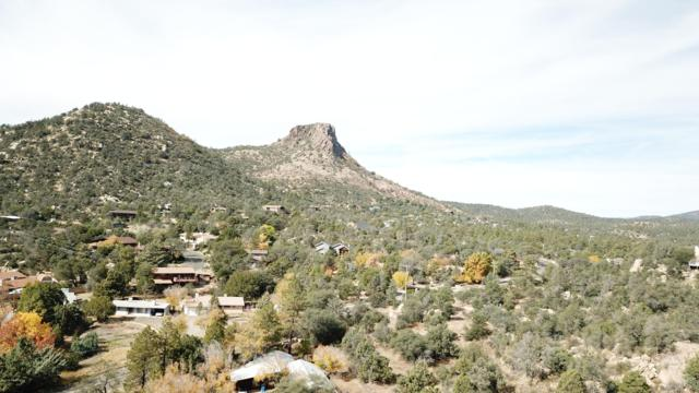 2000a Thumb Butte Road, Prescott, AZ 86305 (#1022068) :: Shelly Watne