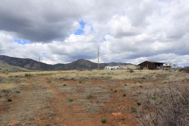 9240 E Wolf Road, Dewey-Humboldt, AZ 86327 (#1024672) :: HYLAND/SCHNEIDER TEAM