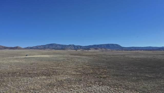 7800 E Wildhorse Way, Prescott Valley, AZ 86315 (#1027242) :: West USA Realty of Prescott