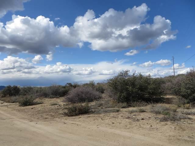 7980 W Redrock Road, Wilhoit, AZ 86332 (MLS #1027413) :: Conway Real Estate