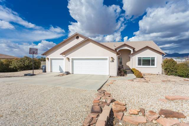 9400 E Manzanita Circle, Prescott Valley, AZ 86314 (#1028778) :: HYLAND/SCHNEIDER TEAM