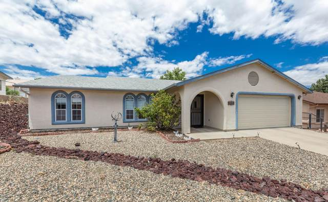 5550 N Ramble Way, Prescott Valley, AZ 86314 (#1030985) :: Shelly Watne