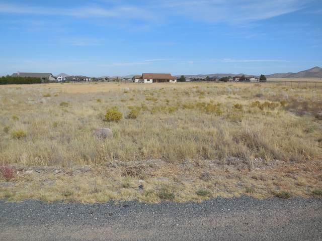 9420 E Dutchmans Cove, Prescott Valley, AZ 86315 (#1033337) :: Shelly Watne