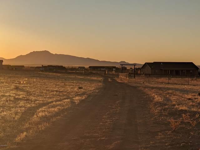9820 E Livery Lane, Prescott Valley, AZ 86315 (#1034130) :: Shelly Watne