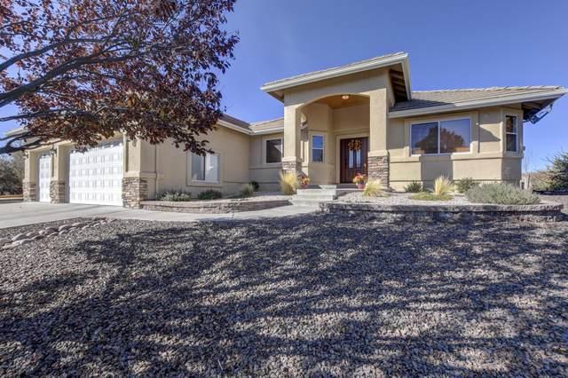 734 Pinon Oak Drive, Prescott, AZ 86305 (#1034266) :: Shelly Watne