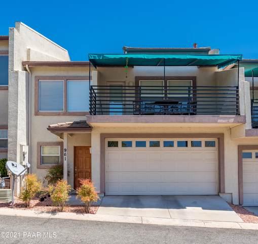 961 N Rolling Green Road, Dewey-Humboldt, AZ 86327 (#1038198) :: Shelly Watne