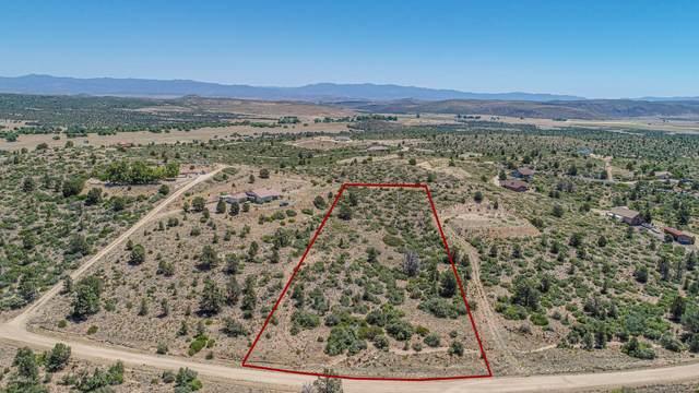 17571 S Oak Drive, Peeples Valley, AZ 86332 (#1039625) :: Shelly Watne
