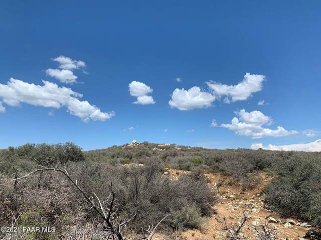 17250 E Leprechaun Road, Dewey-Humboldt, AZ 86327 (#1040078) :: Prescott Premier Homes   Coldwell Banker Global Luxury