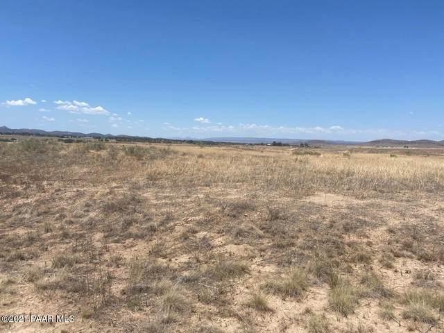 2015 Hualapai Drive, Chino Valley, AZ 86323 (#1040447) :: Prescott Premier Homes | Coldwell Banker Global Luxury