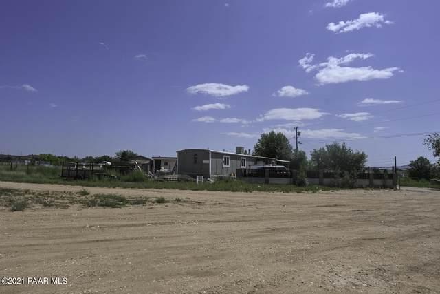 25015 N Cottonwood Lane, Paulden, AZ 86334 (#1042403) :: Prescott Premier Homes   Coldwell Banker Global Luxury