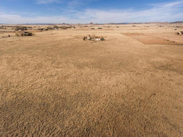 8240 E Spurr Lane, Prescott Valley, AZ 86315 (#1010730) :: HYLAND/SCHNEIDER TEAM