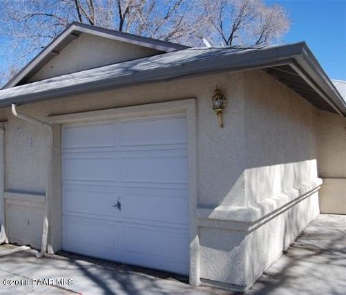 719 Lincoln Avenue, Prescott, AZ 86301 (#1012621) :: HYLAND/SCHNEIDER TEAM
