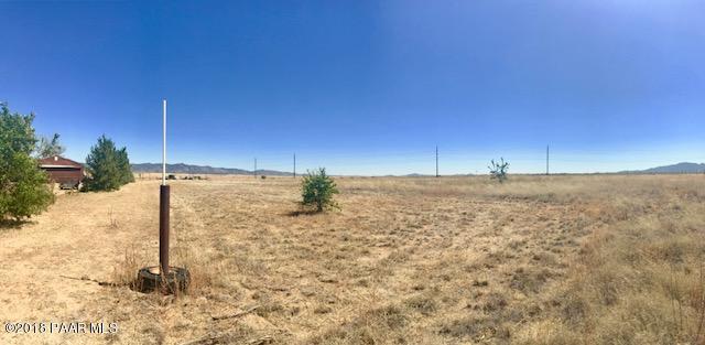 7080 N Coyote Springs Road, Prescott Valley, AZ 86315 (#1015576) :: HYLAND/SCHNEIDER TEAM