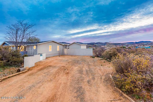 805 N Yarber Wash Road, Dewey-Humboldt, AZ 86327 (#1020115) :: Shelly Watne