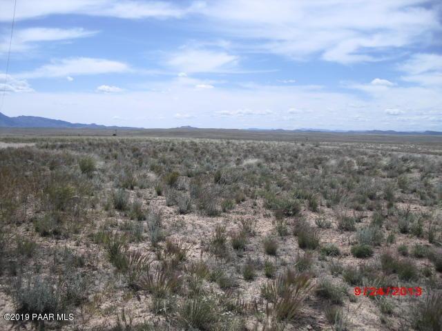 0 Poquito Valley Road, Prescott Valley, AZ 86315 (#1021173) :: HYLAND/SCHNEIDER TEAM