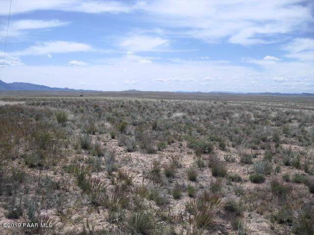 0 E Falcons Nest Way Lot D2, Prescott Valley, AZ 86315 (#1024685) :: HYLAND/SCHNEIDER TEAM